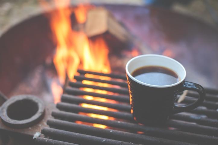 キャンプファイヤーでコーヒーいいね.jpg